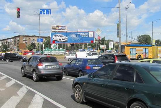 Киев. Билборд на Ленинградской площади.