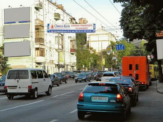 Киев. Тролл (рекламная растяжка) на ул. Артема